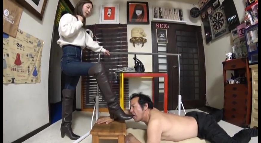 2足のブーツで体中に痕が残るまで踏まれることが美人ウェイトレス様への忠誠心 サンプル画像12