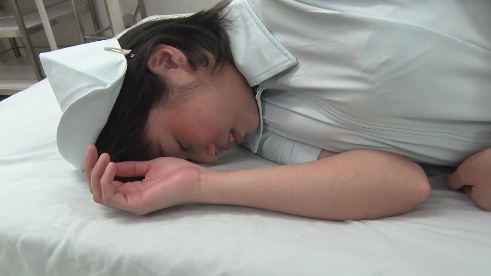 可愛い看護婦さんのお腹を殴ったら最後まで… 1/5 サンプル画像10