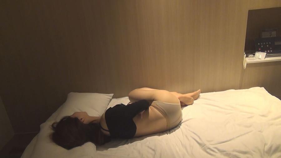 鍛えられない鳩尾と股間 1/4 (手持ちカメラ別映像) サンプル画像06