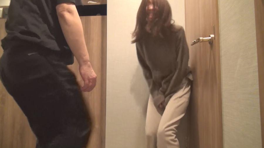 鍛えられない鳩尾と股間 4/4 (手持ちカメラ別映像) サンプル画像03