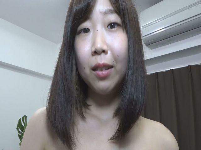 まん毛舐め・意外と剛毛なりおんちゃんのまん毛をM男がペロンッ サンプル画像01