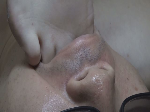 金蹴り&踏みつけ&口にねじ込みwww サンプル画像06