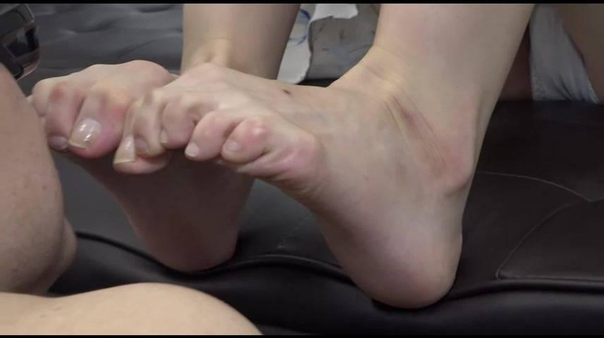 【クセがすごい足】魚の目・タコでカチカチになった足の「クセがすごい」 サンプル画像09