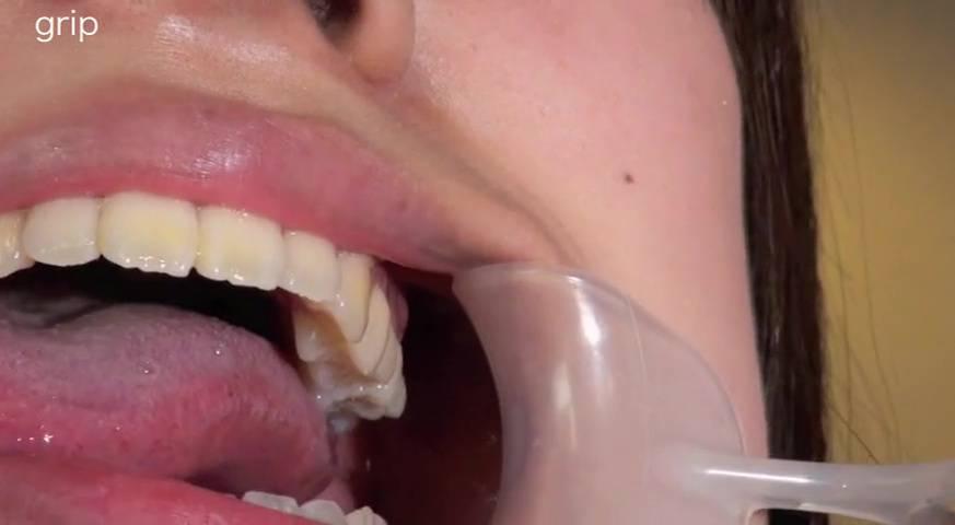 素人粘写01 溢れる唾液を男に吐きかけ、そして飲ませる 天然だけど痴女っぽい性癖の女子大生編 サンプル画像05