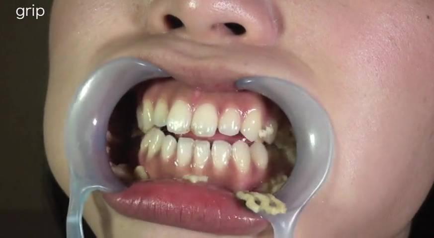 巨大ベロを持つ美少女の唾に溺れる顔舐め サンプル画像06