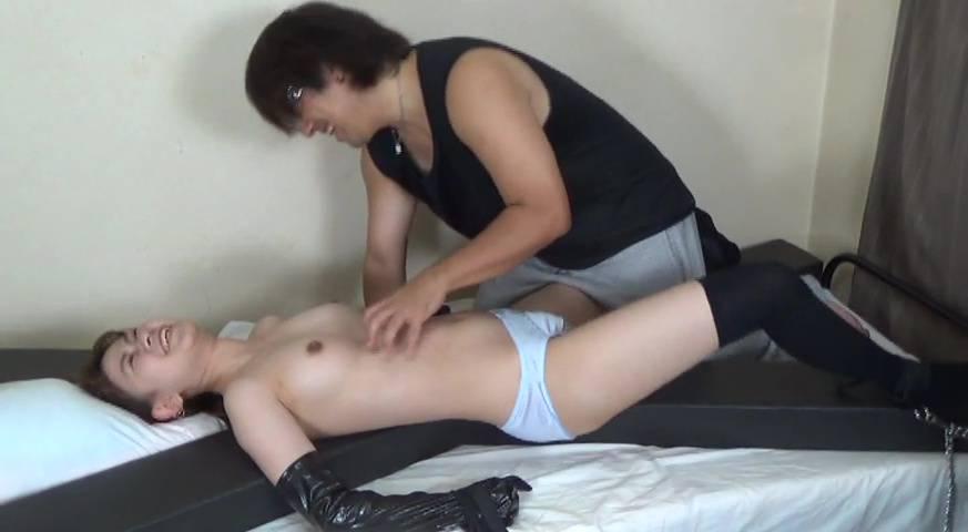 女子高生 美女捜査官くすぐり拷問 サンプル画像06