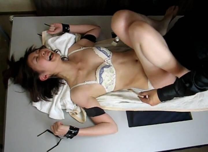 女囚あおい獄内くすぐり調教 サンプル画像07
