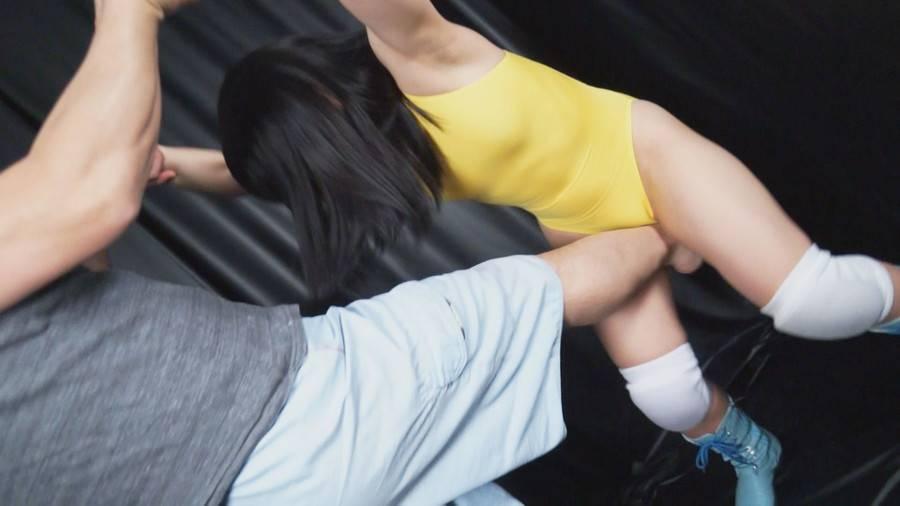 【HD】格闘女虐め 股間攻撃編1 サンプル画像03