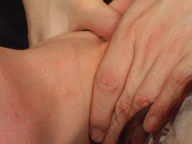 【高画質になって再登場】その首の綺麗な血管が蒼く浮き サンプル画像04