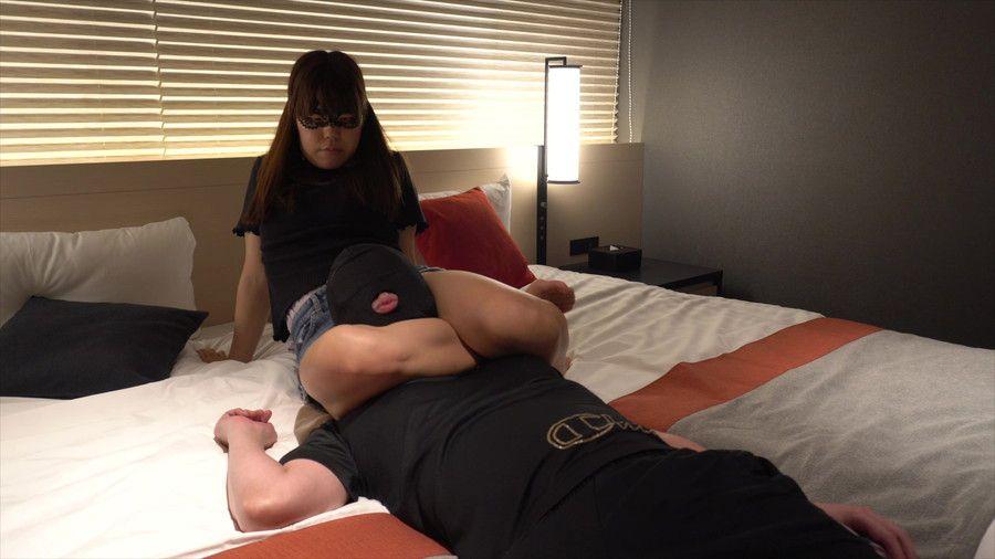 【HD】vs ユイ 健脚女子の太もも絞め調教 サンプル画像01