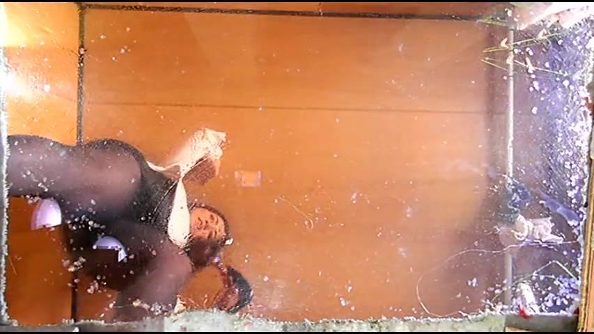 ニューフェイス・ミサト様のハイヒールがニシキゴイ・ザリガニ・ゴキブリを踏み潰す! サンプル画像03