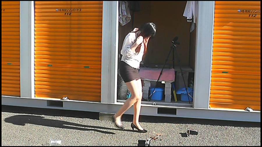 25cmパンプスの瑠伊様が巨大ゴキブリの大群をグチャグチャと踏み潰す!!-後編- サンプル画像01