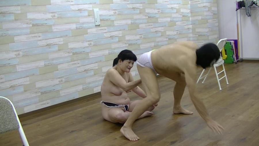 【HD】浪速のおばちゃんの金玉握り サンプル画像05