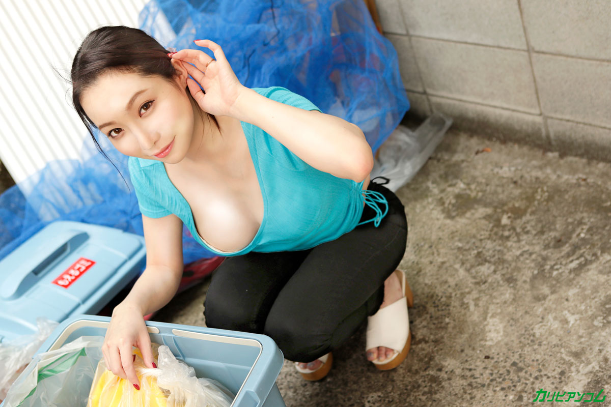 Floating bra beautiful wife I met at the garbage dump and rich vaginal cum shot SEX! Hasumi Yoshioka