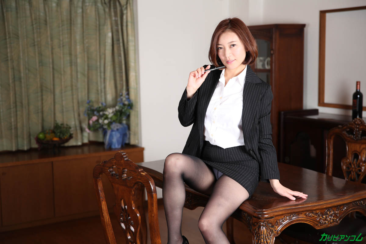 What a beautiful mature woman teacher really wants sample image 03