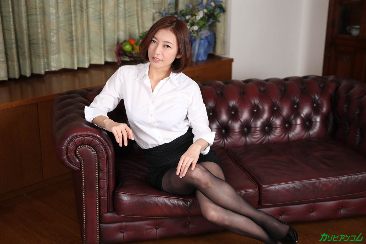 What a beautiful mature woman teacher really wants sample image 04