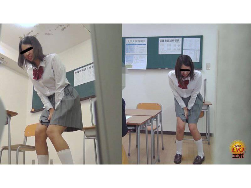我慢限界!!足止めをくらった女学生のおしっこ漏らし2 サンプル画像10