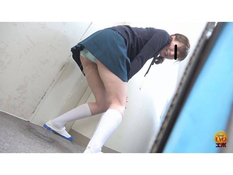 我慢限界!!足止めをくらった女学生のおしっこ漏らし2 サンプル画像7