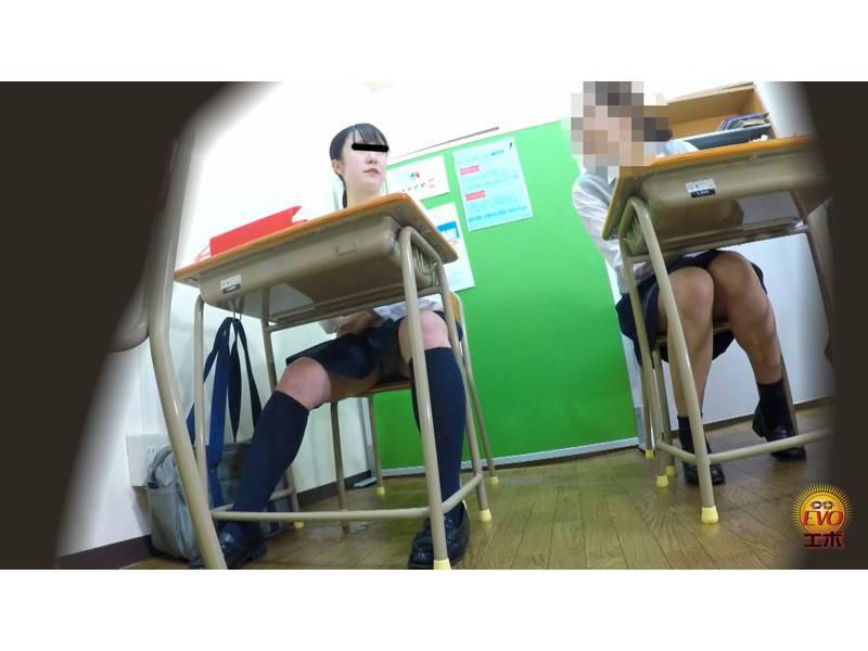 学習塾盗撮 授業中に滴るおしっこお漏らし4 サンプル画像23