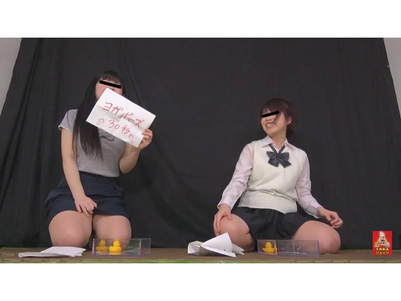おしっこガマン極限対決 女学生とOLのお漏らし勝負 3 1/2 サンプル画像6