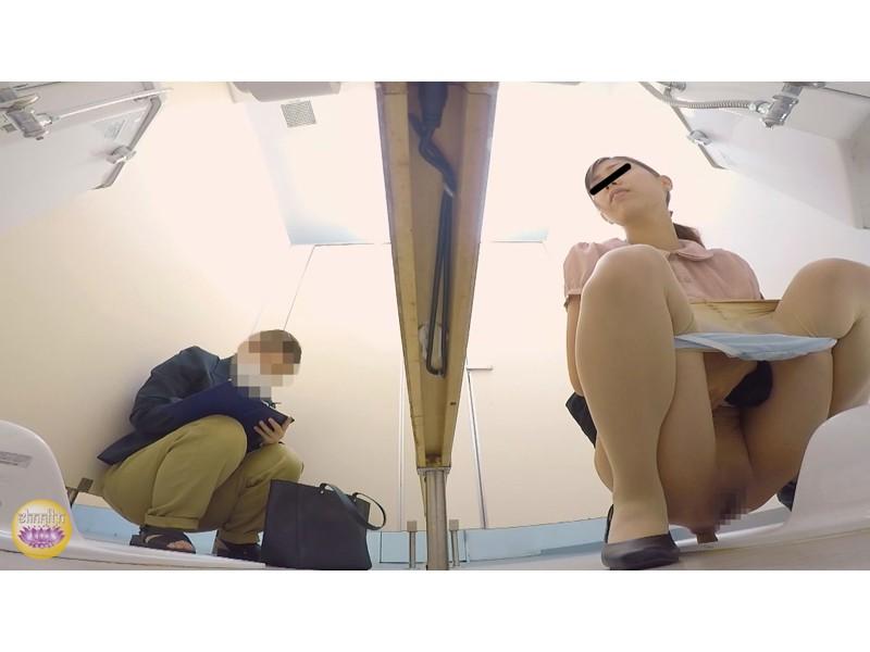 社内トイレ 超気まずい…OLオナラ大便 サンプル画像5