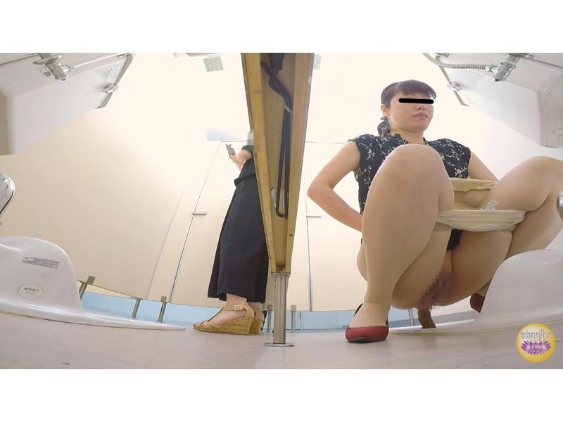 社内トイレ 超気まずい…OLオナラ大便 サンプル画像8