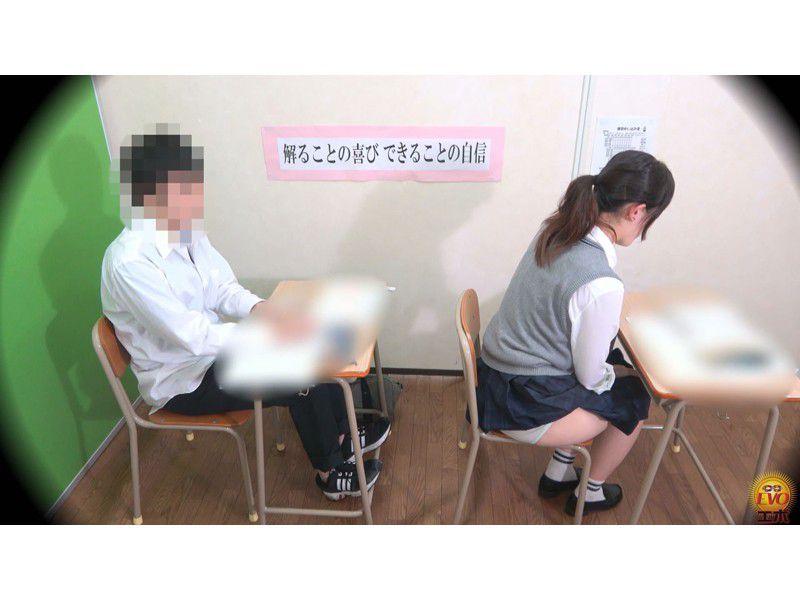 盗撮 授業中の女子校生 みんなにバレてる?おなら サンプル画像14
