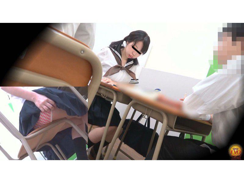 盗撮 授業中の女子校生 みんなにバレてる?おなら サンプル画像6