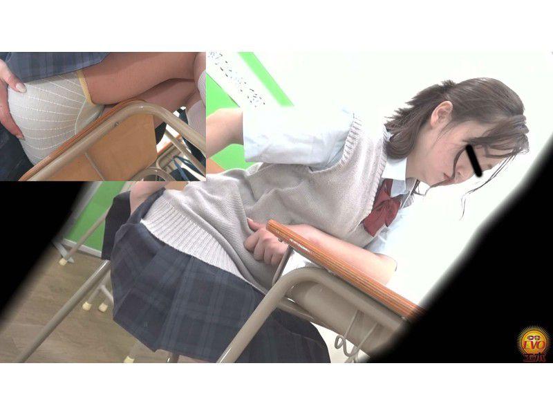 盗撮 授業中の女子校生 みんなにバレてる?おなら サンプル画像9