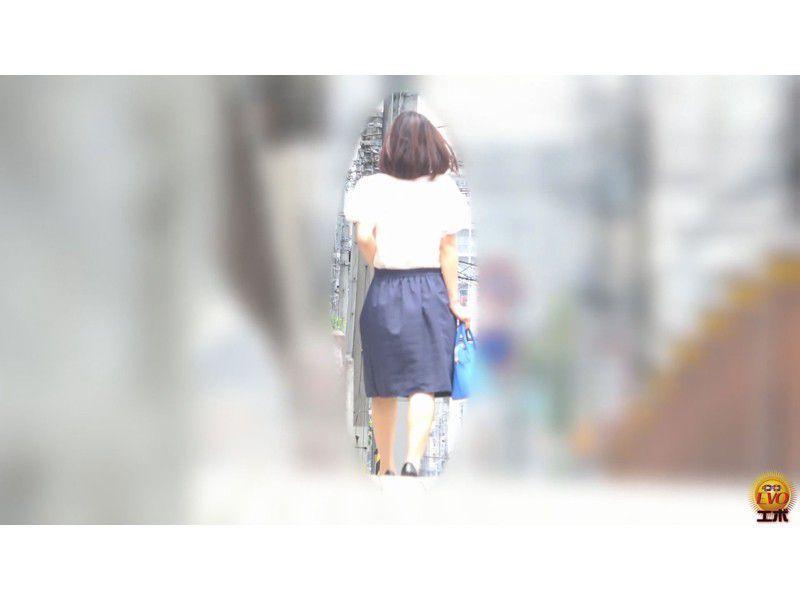 盗撮 公共トイレ利用中… 町中を駆ける限界女子の放屁放尿 サンプル画像17
