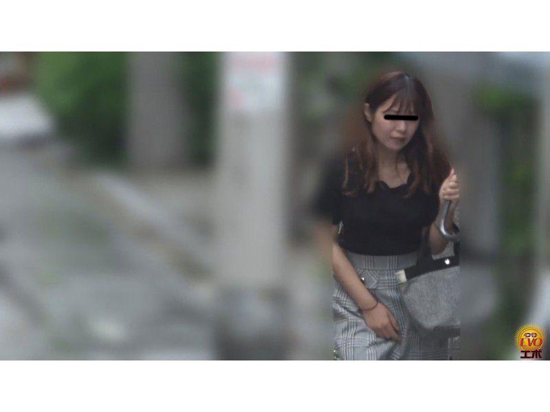 盗撮 公共トイレ利用中… 町中を駆ける限界女子の放屁放尿 サンプル画像20