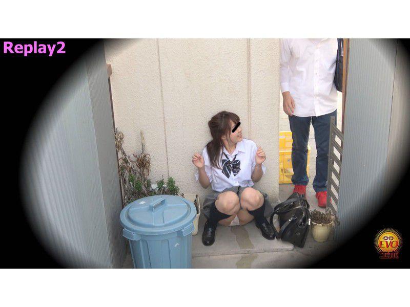 盗撮 街行く人にバレた!見られた!!恥ずかしい…路地裏おしっこ漏らし女子校生 サンプル画像27