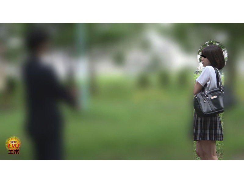 盗撮 街行く人にバレた!見られた!!恥ずかしい…路地裏おしっこ漏らし女子校生 サンプル画像3