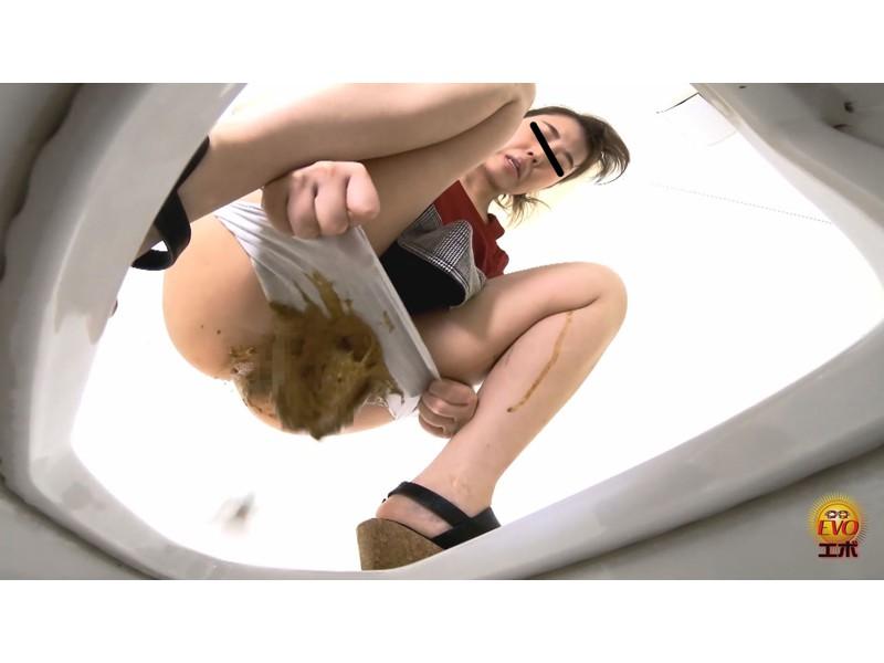 盗撮 ゼミ中に滴る下痢便お漏らし 女子大生編 サンプル画像28