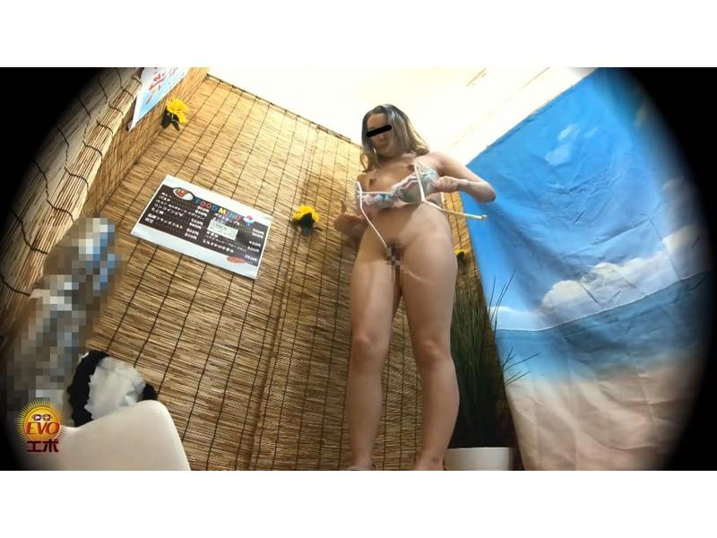 盗撮 夏本番水着美女の集う 濡れビジョ海の家トイレオナニー サンプル画像15