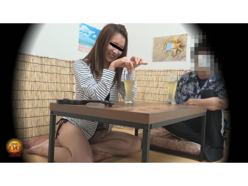 盗撮 夏本番水着美女の集う 濡れビジョ海の家トイレオナニー サンプル画像23