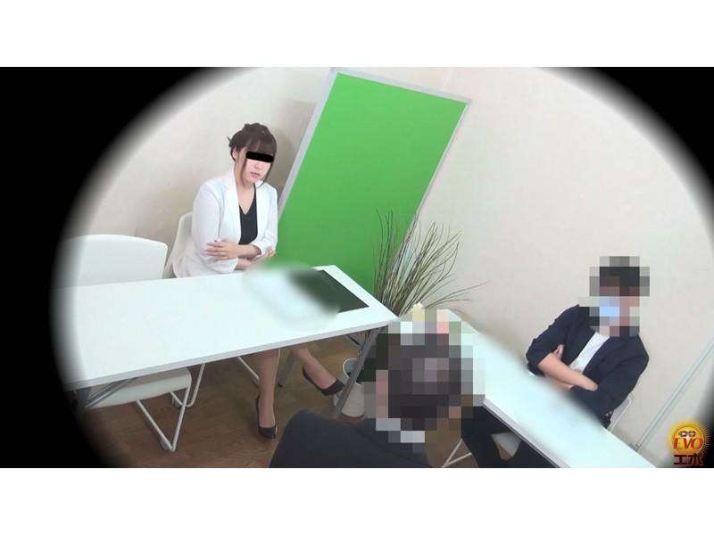 盗撮 意地悪な面接官の膀胱圧迫お漏らし! 面接会場の悲劇… サンプル画像1