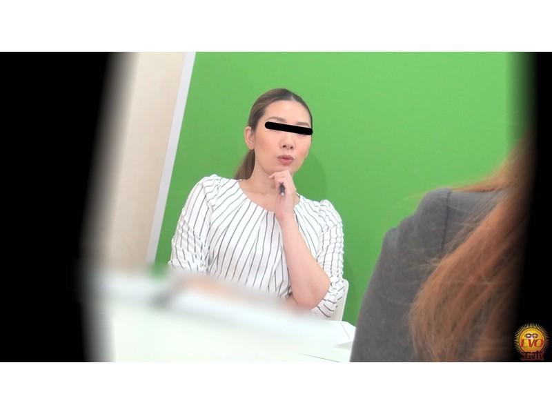 盗撮 意地悪な面接官の膀胱圧迫お漏らし! 面接会場の悲劇… サンプル画像15