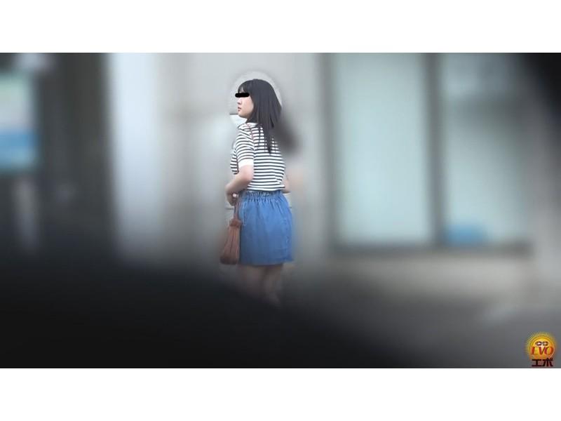 公衆トイレ盗撮 街行く女性達の爆おなら サンプル画像13