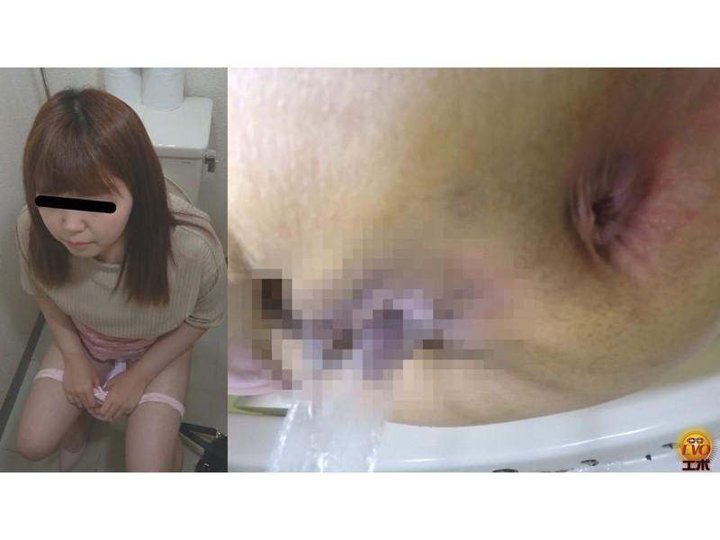 公衆トイレ盗撮 街行く女性達の爆おなら サンプル画像17