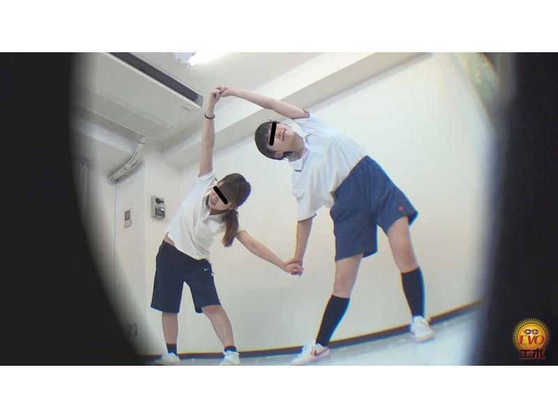 女子校部室隠撮 活発女子校生の運動後の 太軸エネルギッシュ噴射おしっこ サンプル画像6