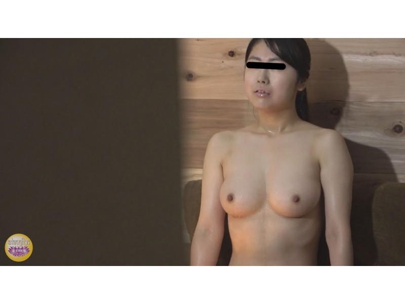 サウナ汗濁駆け込み 全裸大放尿 サンプル画像1