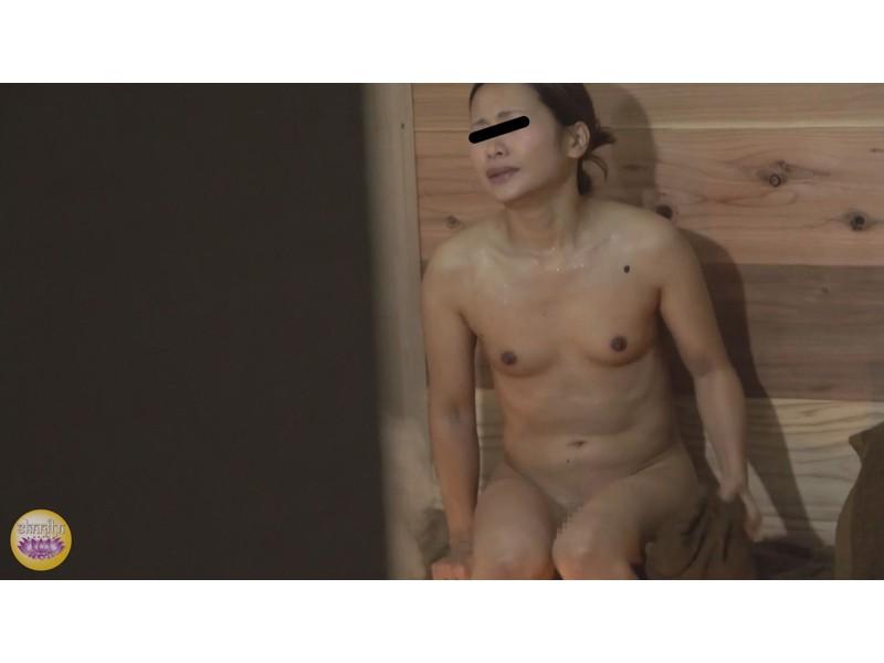 サウナ汗濁駆け込み 全裸大放尿 サンプル画像5