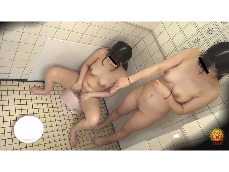 盗撮 部活シャワー室で尿を放出する少女達 サンプル画像22