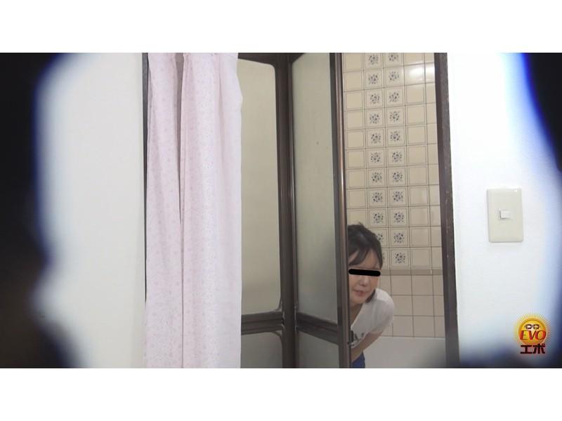 盗撮 部活シャワー室で尿を放出する少女達 サンプル画像26