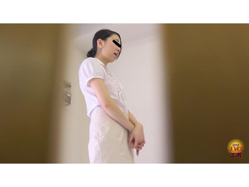 社内盗撮 トイレで実は…OLの全裸大放屁 サンプル画像12