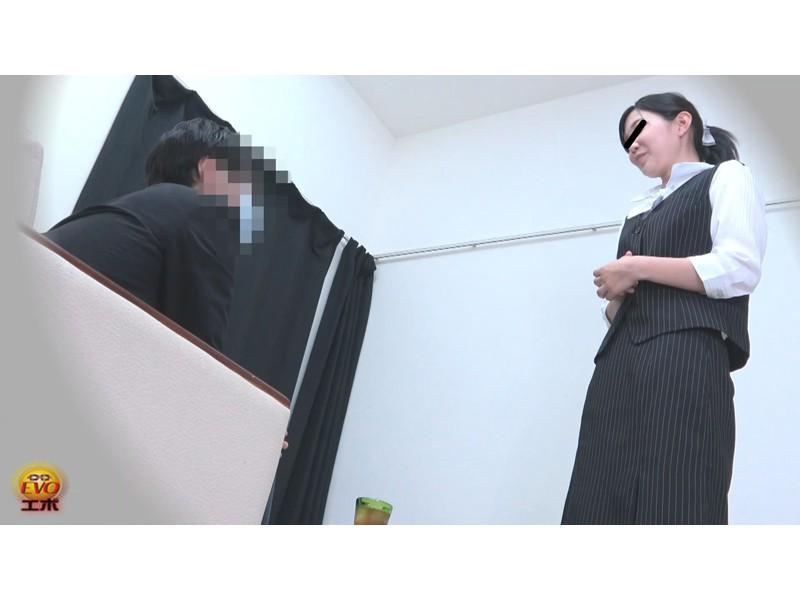 社内盗撮 トイレで実は…OLの全裸大放屁 サンプル画像19