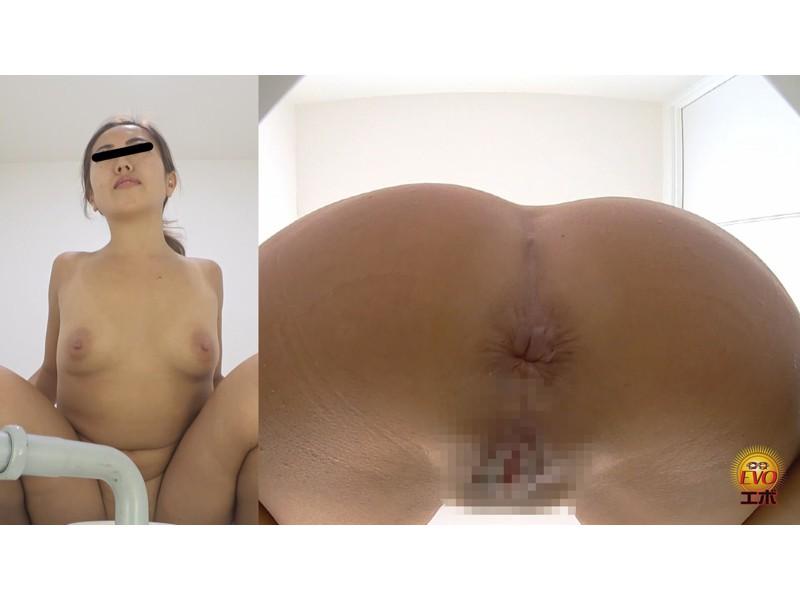 社内盗撮 トイレで実は…OLの全裸大放屁 サンプル画像6