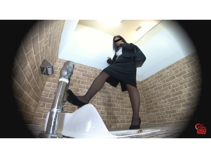 激臭!悶絶!トイレ盗撮 OL達の流れないウンチ サンプル画像19