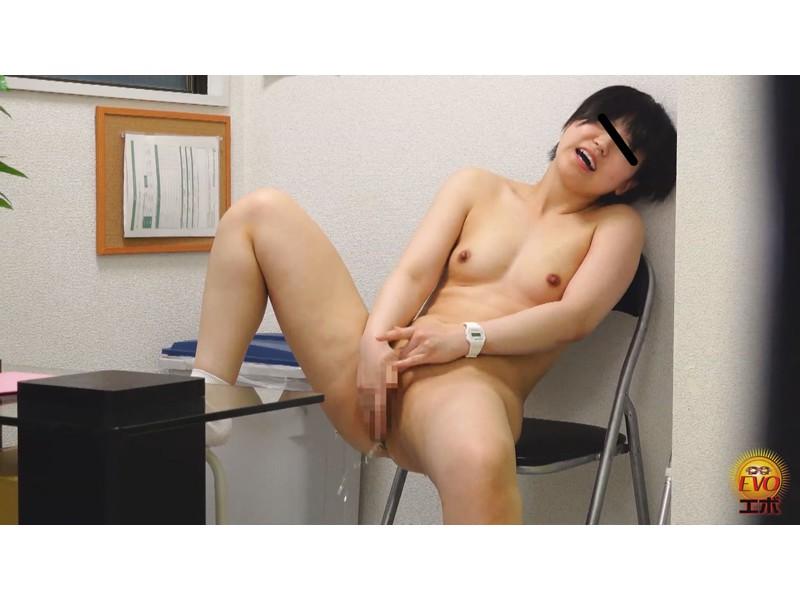 病院内盗撮 看護師の手早くイキオナニー サンプル画像14